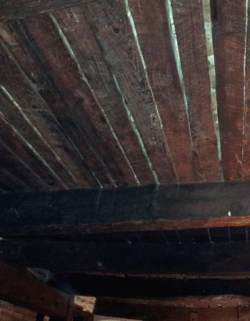 Imagen de estructura de madera afectada